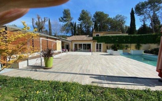Mougins, villa contemporaine proche du golf