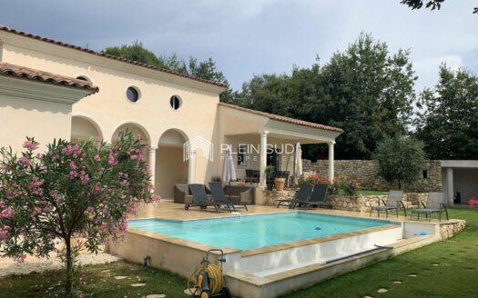 A proximités du village de Valbonne, villa au calme